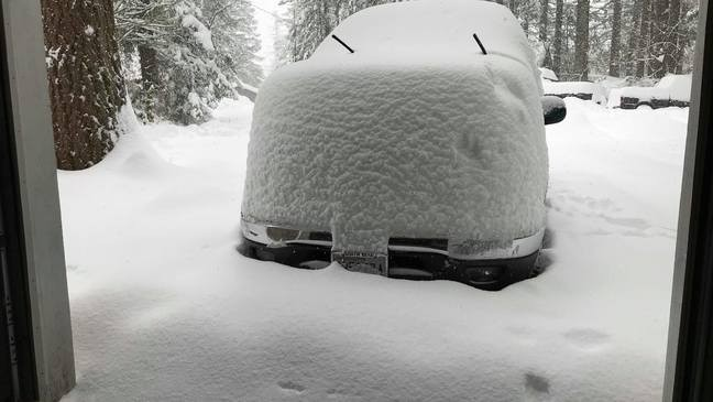 163db8f61 North Bend buried under snow, declares emergency | KOMO