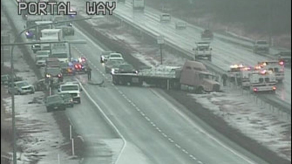 Southbound I-5 fully blocked by multi-vehicle crash in
