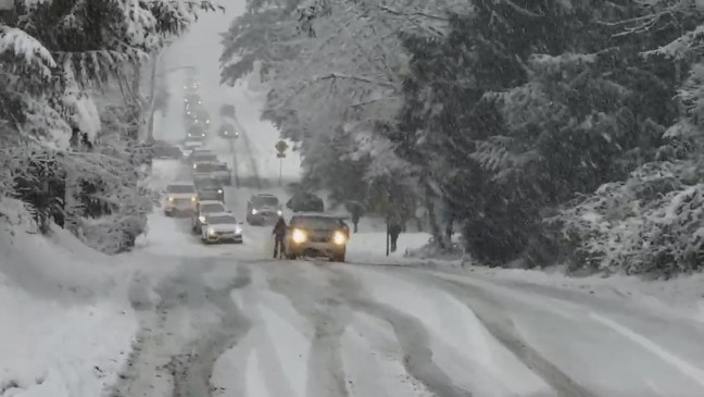 Snowstorm snarls evening commute