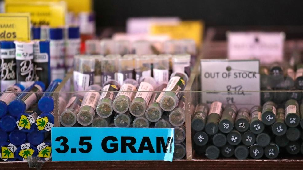 Vape death leads Oregon to ask pot shops to review products