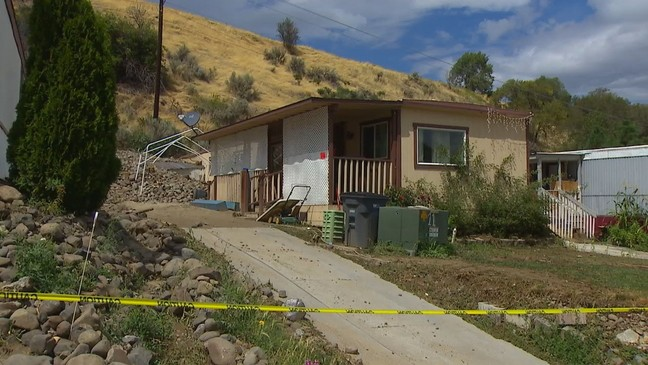 Mudslide buries 3 Wenatchee mobile homes | KOMO