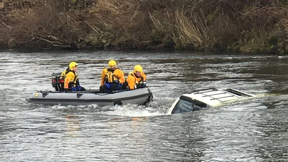 2 rescued after their car crashes into Puyallup River | KOMO