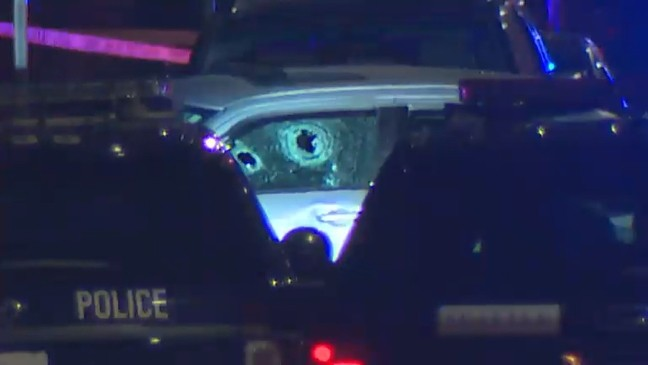 Seattle Police searching for carjacking suspect after chase on I-5