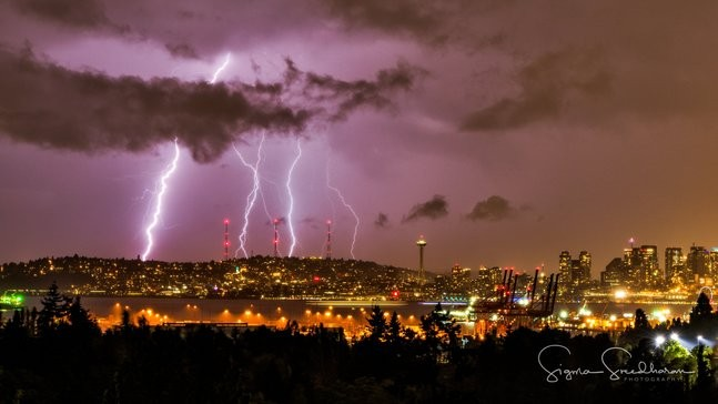 Strong line of thunderstorms light up Seattle skies