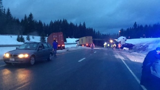1 dead amid crashes on icy Snoqualmie Pass