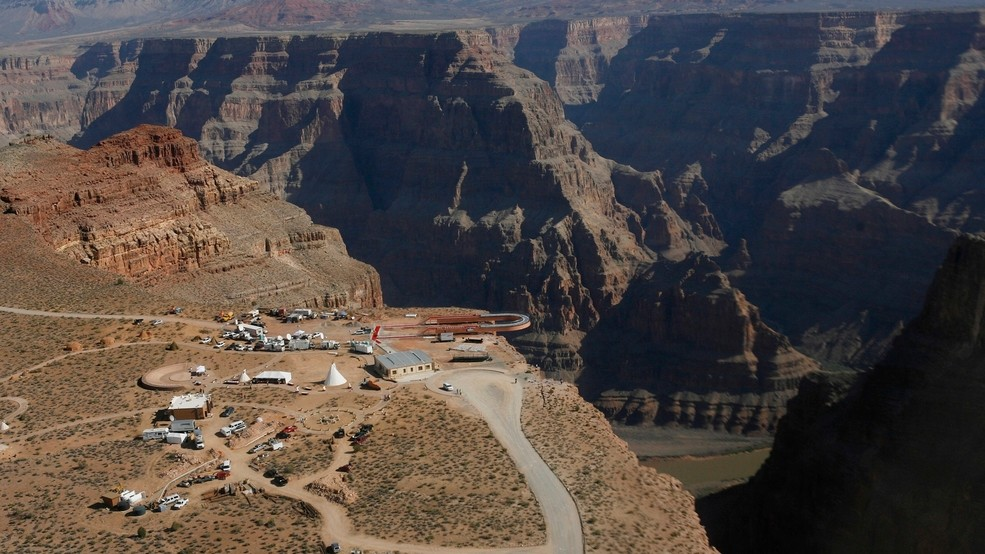 0c9ce5ea57 Tourist taking photos dies in fall at Grand Canyon