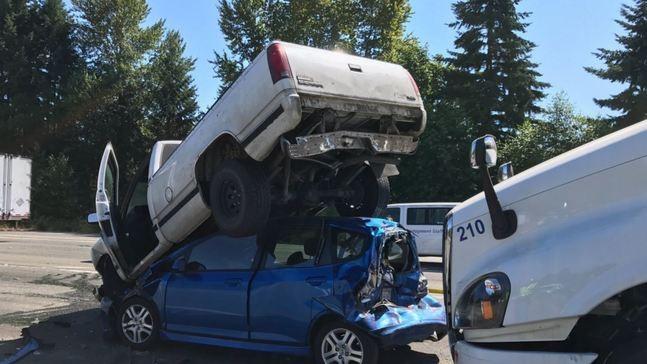 Semi-truck crash jams traffic on I-405 | KOMO