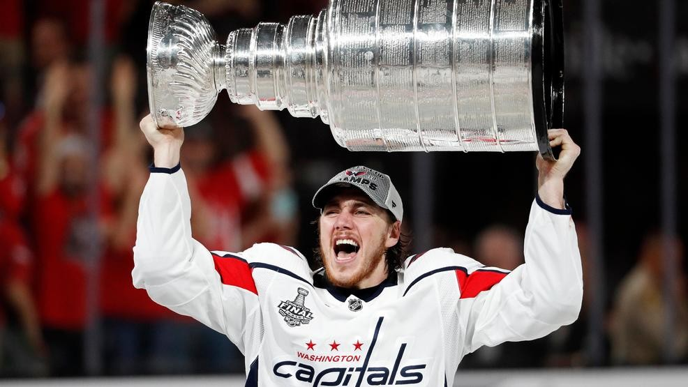 huge selection of cf37e 44af4 Mount Vernon's T.J. Oshie shares Stanley Cup with ...