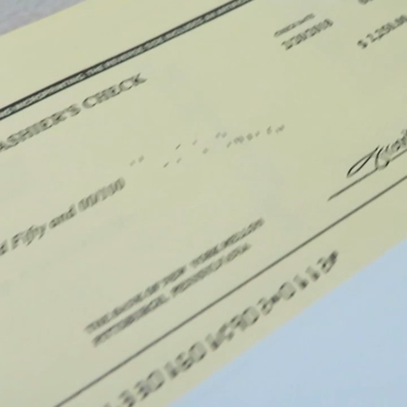 Don T Cash Cashier S Checks From Strangers Made For Inflated Sums Komo