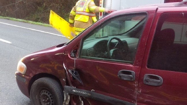 Car flies into woods, 2 injured in crash with on Hwy  18 | KOMO